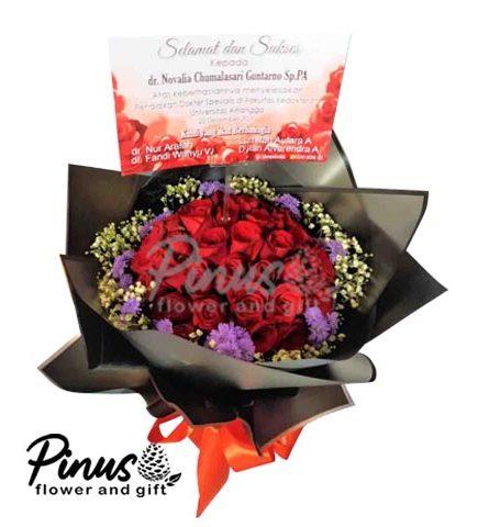 Hand Bucket Surabaya - Majestic Red Rose Bouquet