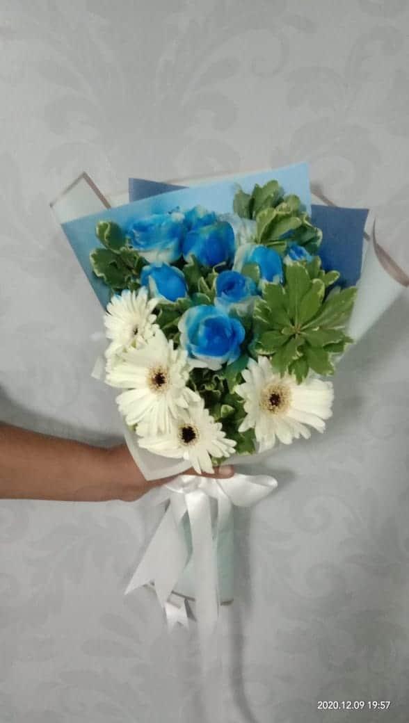 Hand Bucket Surabaya - Luxurious Blue Bouquet