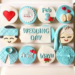 Anniversary Gift - Wedding Day Cupcake